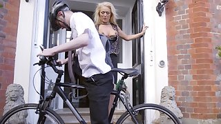 Cyclist scores with alluring experienced woman Rebecca Jane Smyth